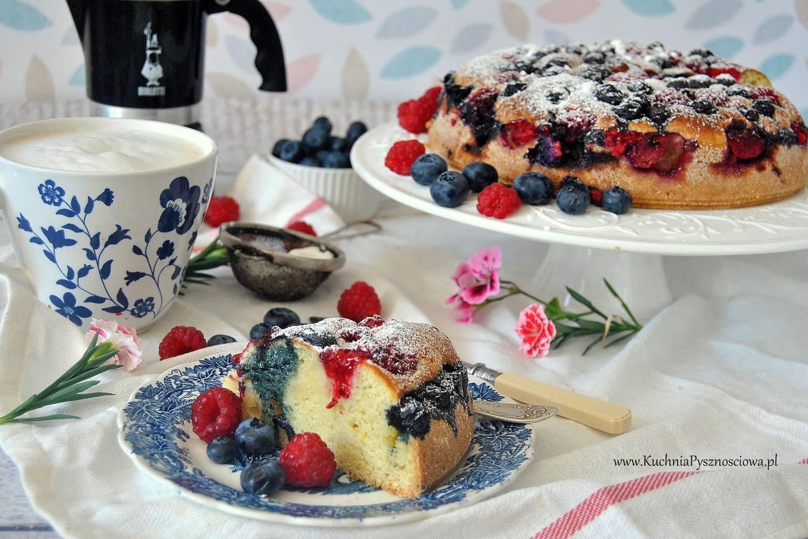 531. Włoskie ciasto ucierane z serem ricotta, malinami i borówkami