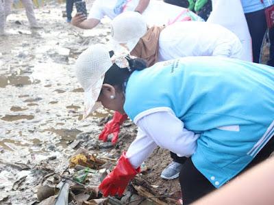 Rayakan HPSN 2019, Iriana Joko Widodo Gelar Aksi Bersih Kota Ambon