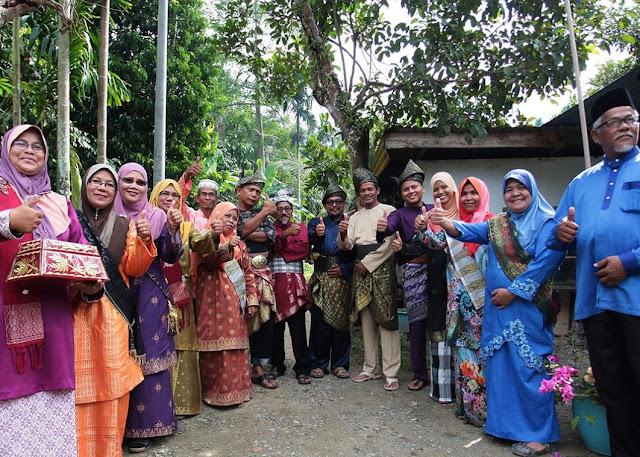 Sambutan warga kampung Labu Kubong
