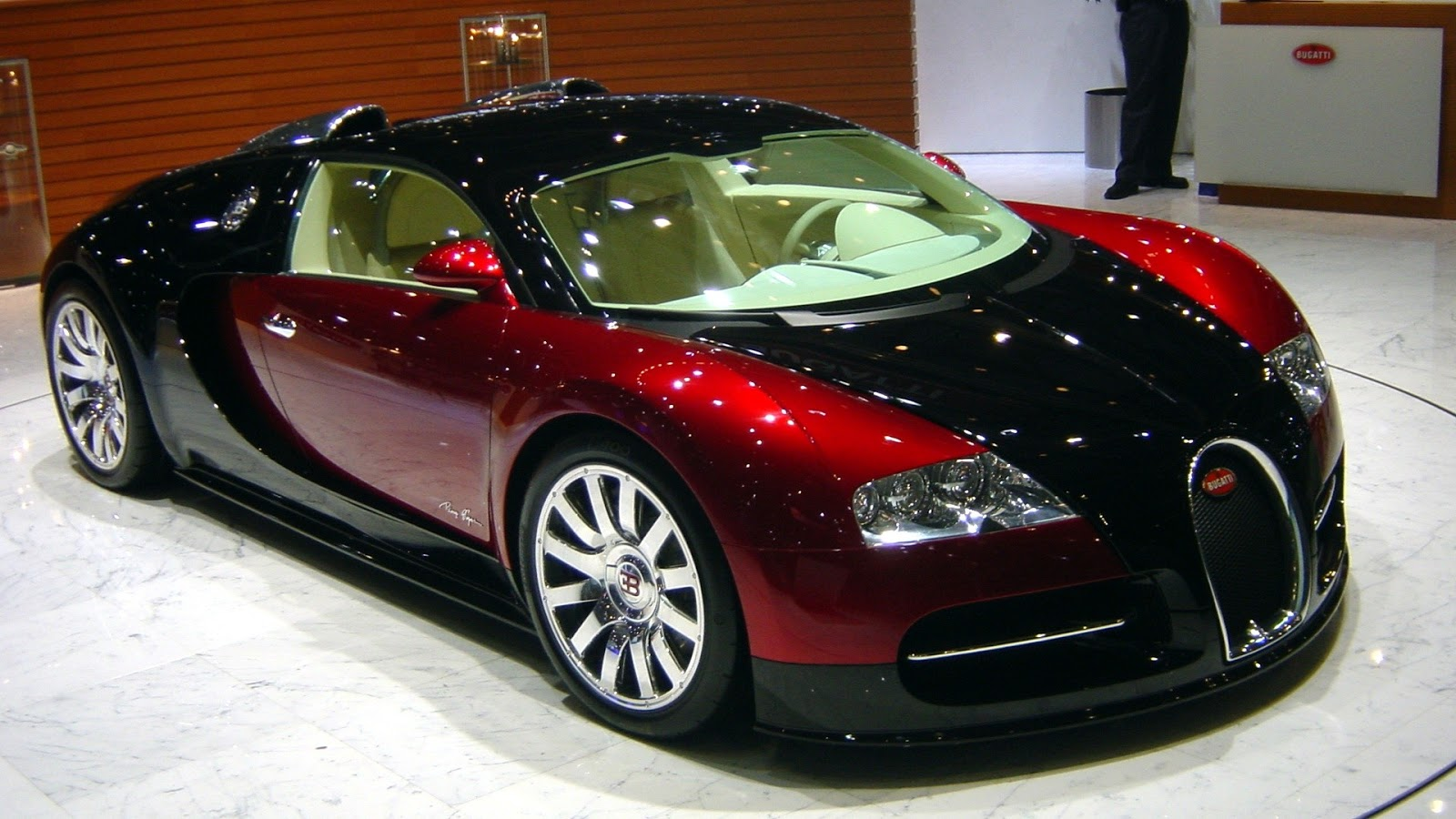 Hd wallpaper you need - Bugatti Veyron Salon Hd Wallpaper We Hope You Can Find What You Need Here If You Wanna Have It As Yours Please Right Click The Images Of Bugatti Veyron