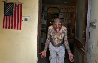 ऐसे टैटू जिन्हें देख आप भी बोलेंगे की वाह क्या सोच है, लड़की का टैटू देख सब हो गए हैरान (Most Interesting Tattoo On Human Body), Funny Tattoo, Most Funny Tattoo In Hindi