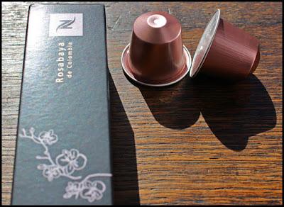 Etui et capsules de Rosabaya de Nespresso