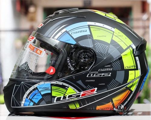 Có lẽ mũ LS2 FF352 hợp nhất cho biker Việt