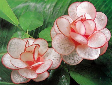 карвинг - цвете от репичка за декорация на салата и гарнитура