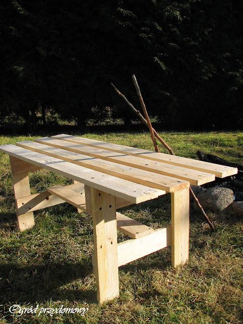 ławka z palet, paletowa ławka, ogród przydomowy