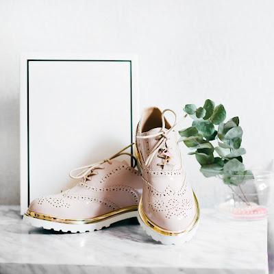 Zapatos cómodos en color rosa y dorado