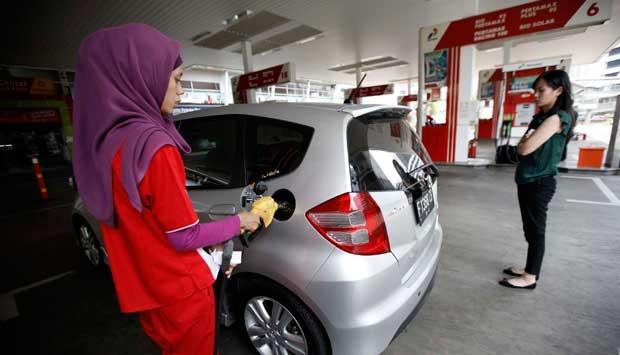 4 Hal Penting yang Tak Boleh Dilakukan Saat Mengisi BBM pada Mobil