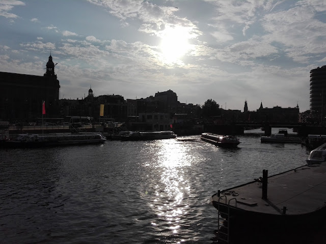 Un paseo por los canales de Ámsterdam (@mibaulviajero)