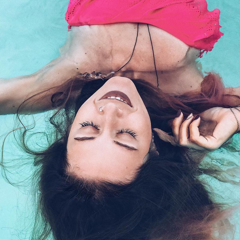 Массаж накладывает кирпичи на тело женщине секс видио