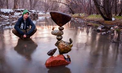 http://www.upsocl.com/cultura-y-entretencion/poner-rocas-sobre-otras-no-tendria-por-que-ser-hermoso-pero-el-lo-transforma-en-arte/?utm_source=Portada&utm_medium=Pagina&utm_campaign=links
