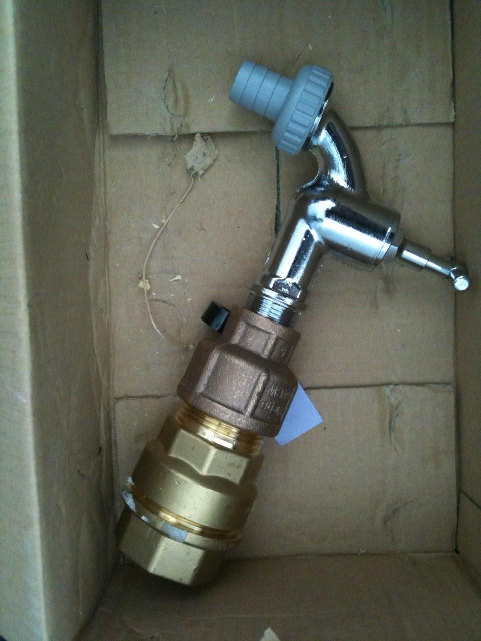Trabi´s bauen ein Haus: Bauwasser Anschluss - Wasserhahn