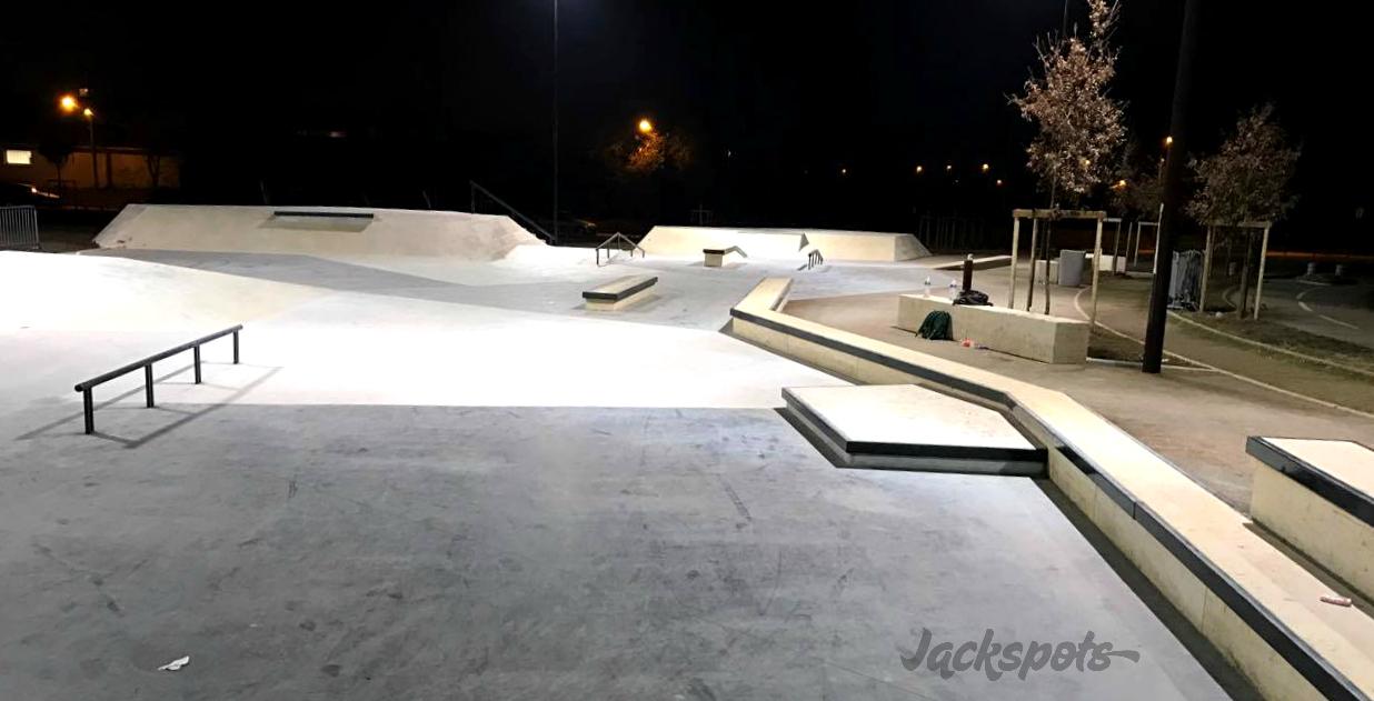 un skatepark tout neuf pour agen jackspots. Black Bedroom Furniture Sets. Home Design Ideas