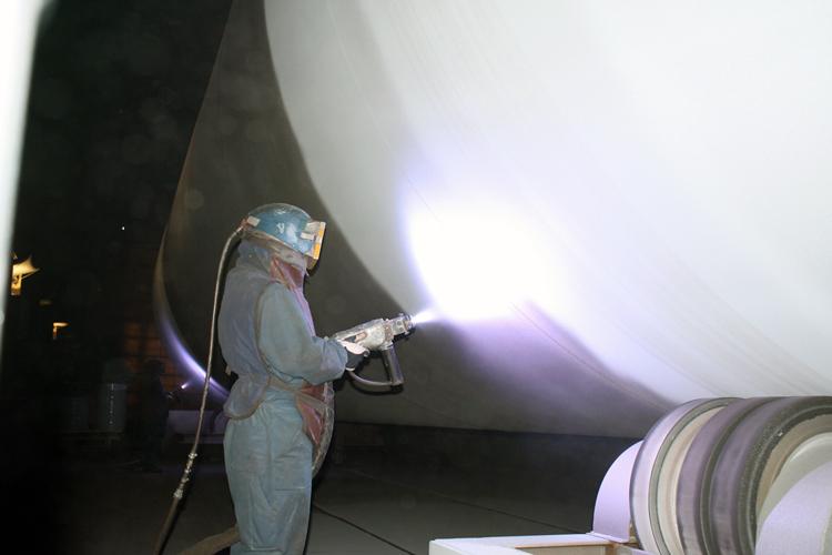 Процесс ручной металлизации (цинк) мачт ветрогенераторов