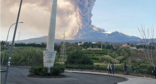 Εξερράγη η Αίτνα, το ενεργότερο ηφαίστειο της Ευρώπης (βίντεο)