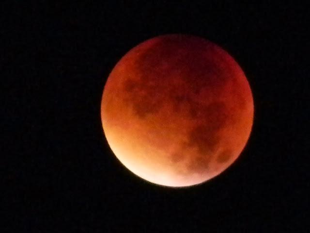 superksiężyc i jego zaćmienie