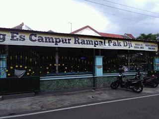 Warung Es Rampal di Jalan Maninjau Barat, Sawojajar, Malang
