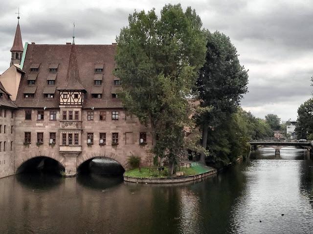 Heilig-Geist-Spital sobre el Río Pegnitz