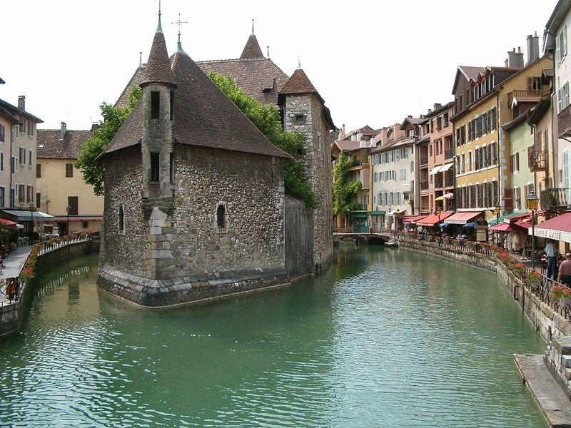 http://4.bp.blogspot.com/-v0WfCUFMJkQ/TdvvBTWBuZI/AAAAAAAAAEo/j7VGLl-vfXU/s1600/800px-Palais_de_l%2527Isle_Annecy_Haute-Savoie.jpg
