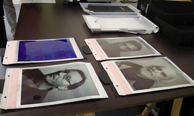 Vier Sofortbilder auf einem Tisch