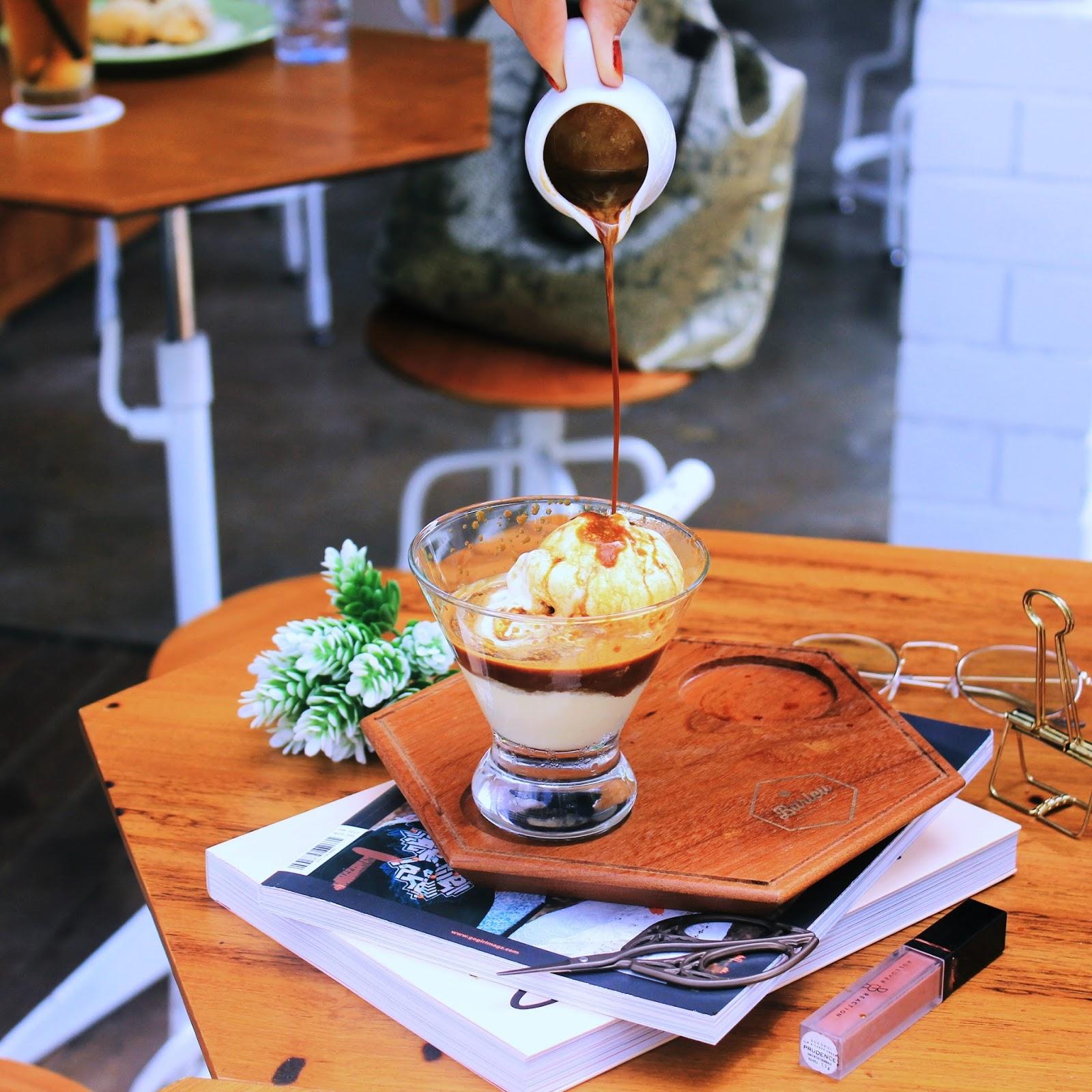 BARLEU COFFEE SHOP, BANDUNG