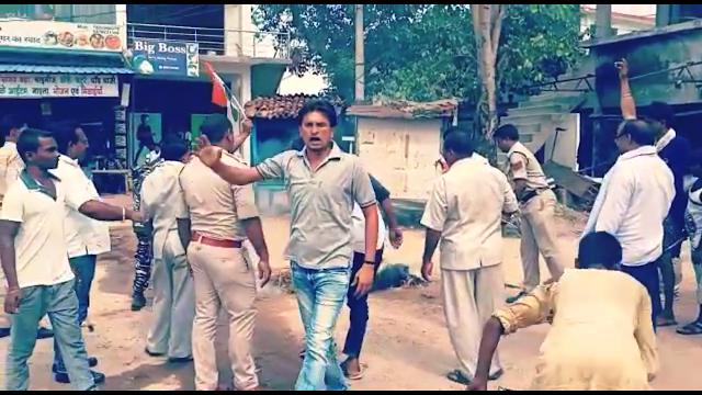 जशपुर जिले के कांसाबेल कांग्रेसी उफान पर,अमित शाह के खिलाफ जमकर नारेबाजी,किया पुतला दहन