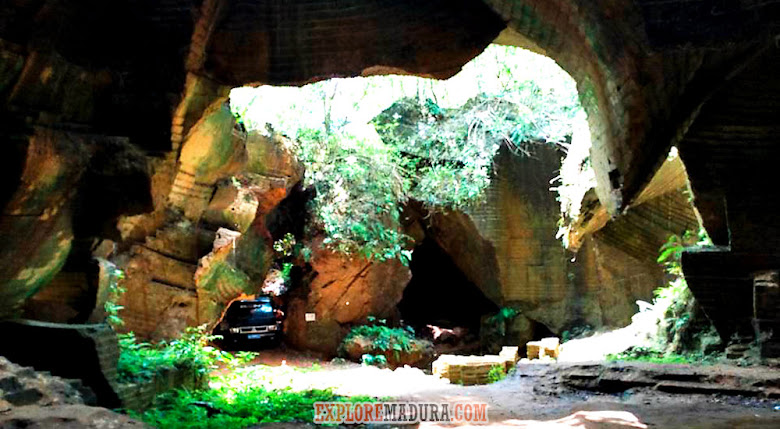 lorong-lorong membentuk gua di bukit kapur jaddih
