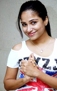 Hot Sexy Maal Vrushali Gosavi Cleavages Huge Navel Hole Choli Saree WOW