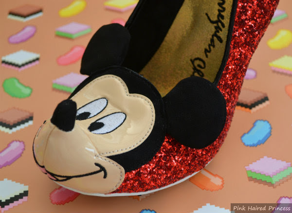 mickey mouse toe detail