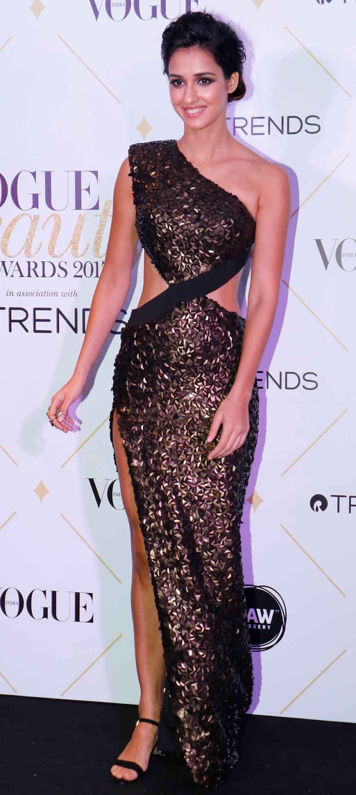 Disha Patani Sexy Thigh Show Pics for Vogue Beauty Awards 2017 Event