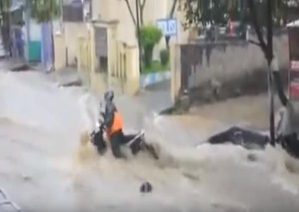 jika alam dirusak, banjir bandang kata mutiara