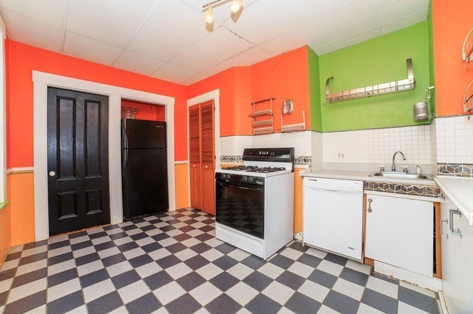 A Proper Bostonian: Don\'t Try This at Home: Colorful Kitchens