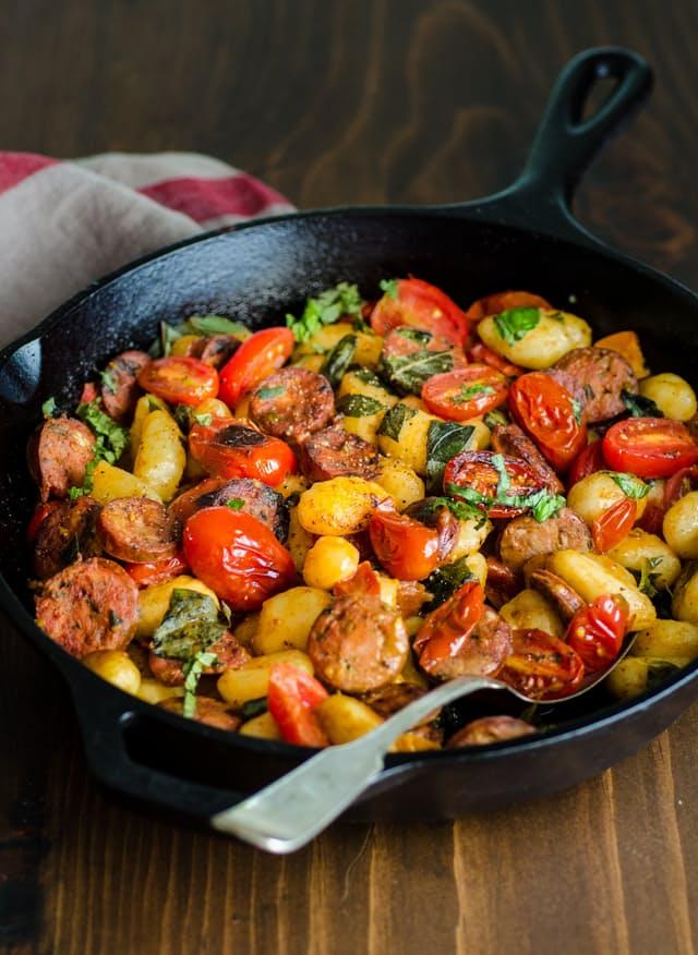 Gnocchi Skillet med kylling pølse & Tomater