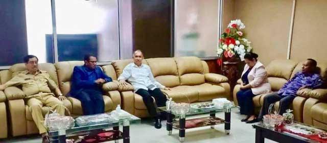 """Ambon, Malukupost.com - Gubernur Maluku Said Assagaff mengatakan tingkat pengangguran di Maluku sejak 2014 mengalami penurunan tipis dari 18,44 persen menjadi 17,85 persen pada 2018.    """"Selama masa pemerintahan saya bersama Wagub Zeth Sahuburua pada 2014 kemiskinan sebesar 18,44 persen dan bisa ditekan menjadi 17 persen lebih meski penurunannya tidak terlalu besar,"""" katanya di Ambon, Selasa (5/3)     Saat melakukan silaturahmi dan berpamitan dengan pimpinan DPRD dan para pimpinan fraksi jelang akhir masa jabatan Said Assagaff-Zeth Sahuburua, gubernur telah menyampaikan upaya menurunkan angka kemiskinan penduduk serta tingkat pengangguran tersebut."""