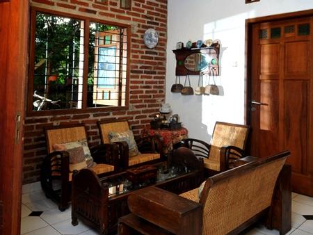 Contoh Desain Ruang Tamu Ala Rumah Kampung Di Mulai Dari Anda Bisa Memilih Kursi Dengan A Perkampungan Seperti Bahan Dasar Kayu Jati