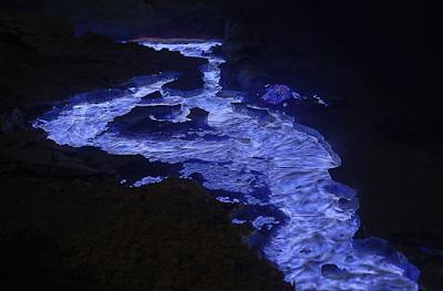 """<img src=""""blue_lava_ijen_banyuwangi_jawa_timur_2.png"""" alt=""""blue_lava_ijen_banyuwangi_jawa_timur_2"""">"""