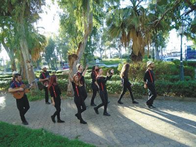 ΝΕΑ ΑΚΡΟΠΟΛΗ στην Πάτρα: Οι Τροβαδούροι στους δρόμους της πόλης