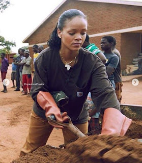 See Photos of American Star Rihanna Found in Malawi Helping The Poor ones.