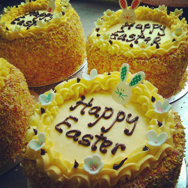 lemon buttercream cakes with pretty flowers and bunnies for Easter