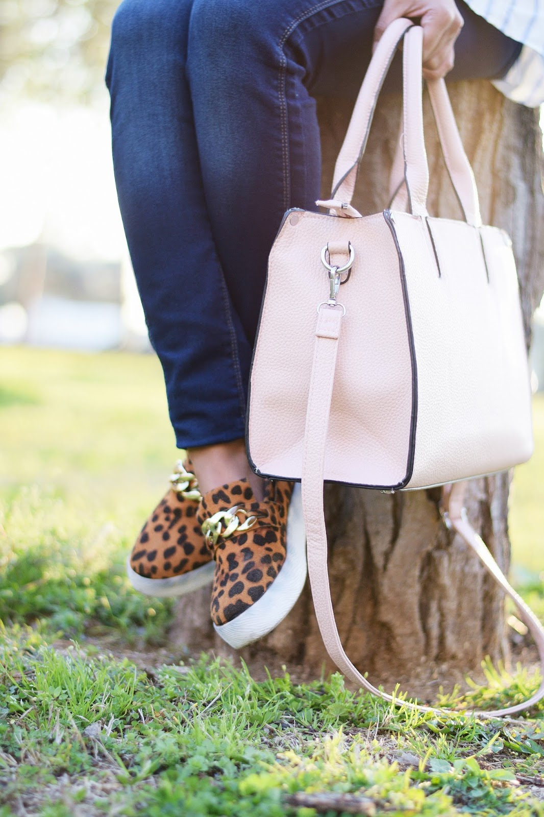 how to style pink tote bag