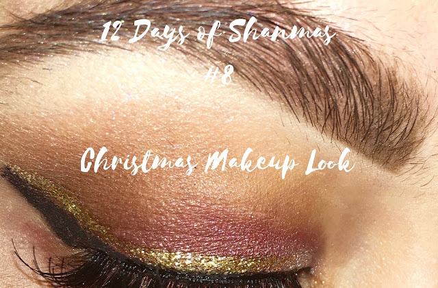 The feeling of being under pressure to actually do something someone else would like to re-create was difficult. And my so called skills failed me miserably, but anyhow here's a Christmas makeup look I created in a rush...