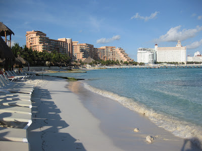 beach scene in Cancun, Mexicao