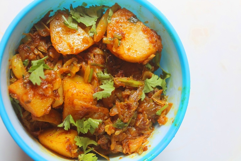 recipe: curried cabbage and potatoes [5]