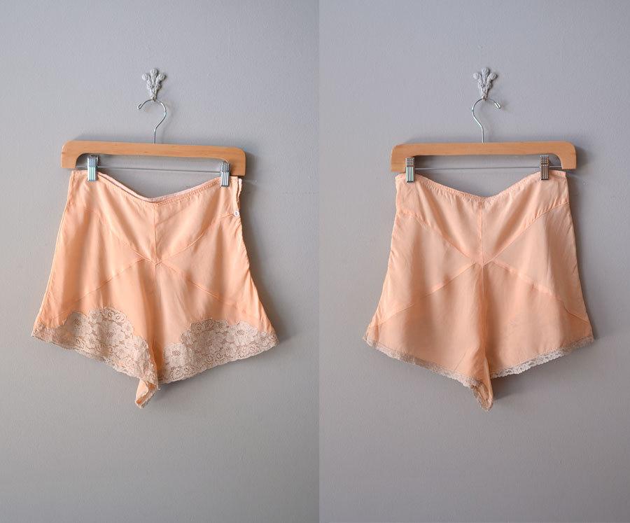 Dnes vyvstává samozřejmě dilema - široké kalhotky se Vám mohou proznačovat  pod oblečením 6f89060f96