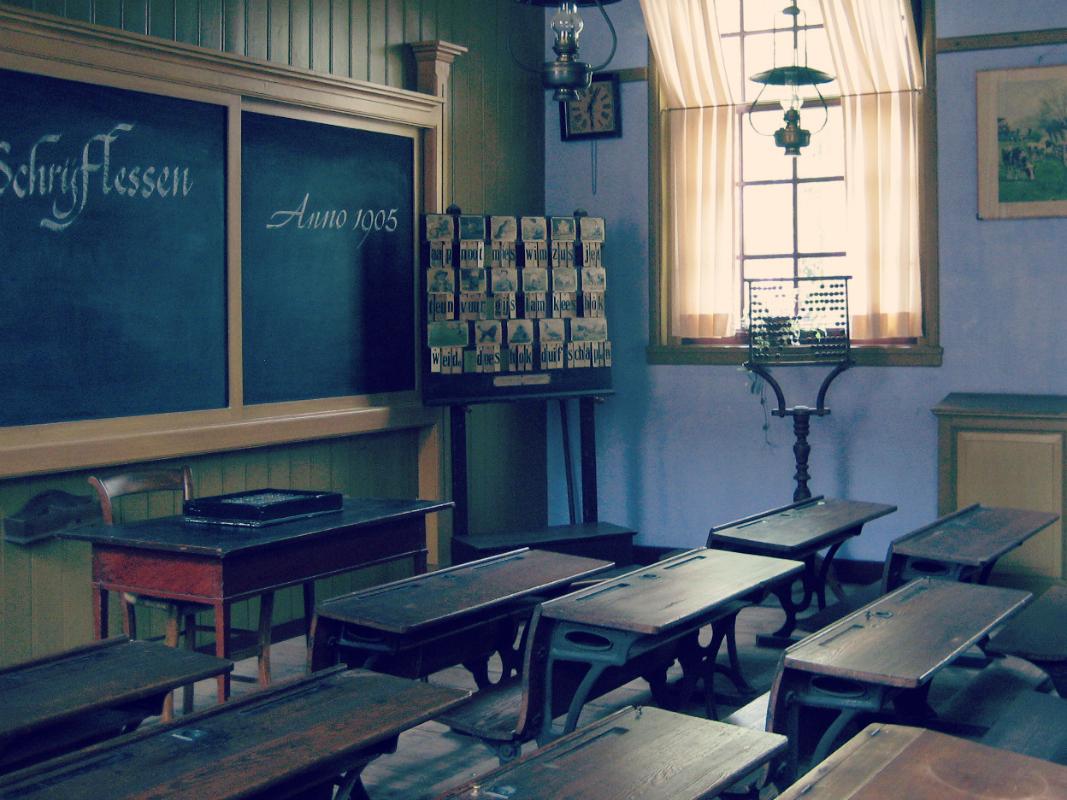 Wnętrze szkoły sprzed ponad stu lat.