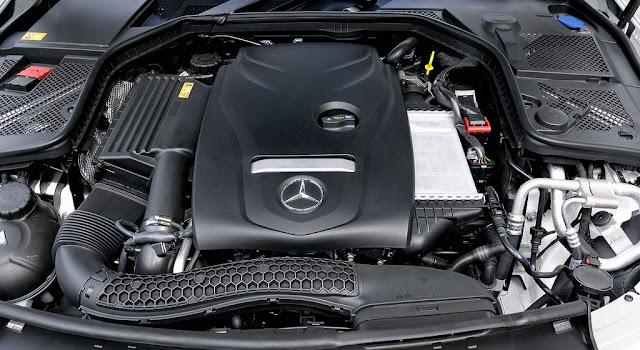 Động cơ Mercedes C250 Exclusive 2017 vận hành mạnh mẽ và vượt trội