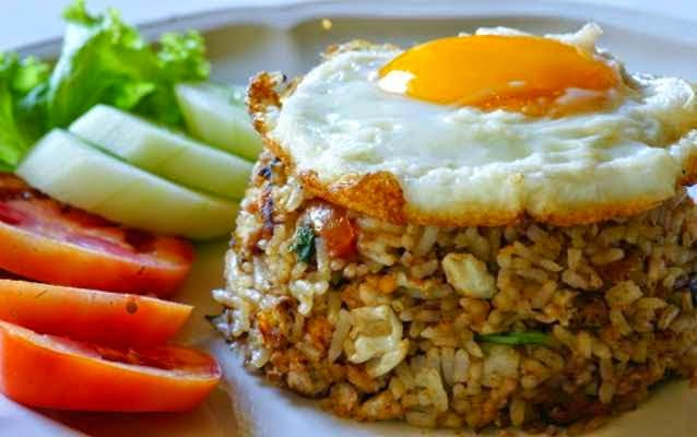 Nasi goreng sudah menjadi salah satu masakan favorit di Indonesia Resep Nasi Goreng Ala Restoran
