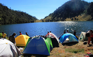 Access and Route to Climb Kumbolo Lake