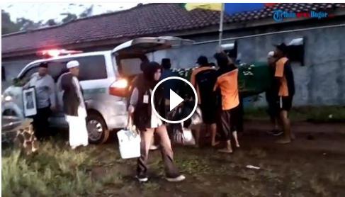 Angin Kencang, Petir Menggelegar Dan Hujan Lebat Iringi Pemakaman Sutan Bhatoegana, Pelayat Lari..