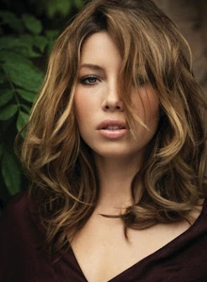 potongan model rambut panjangn wanita tahun 2016