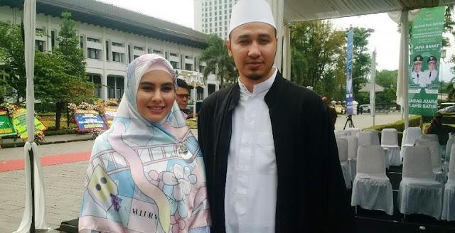 Gimana Cara Romantis Habib Usman Manjakan Kartika Putri?